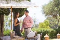 З'єднайте з шампанським на бутік готель patio, Майорка, Іспанія — стокове фото