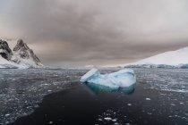 Vista panorâmica de Icebergs no canal Lemaire, Antártico — Fotografia de Stock