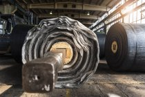 Рулетики з гуми в цеху з виробництва шин, Ballenstedt, Німеччина — стокове фото
