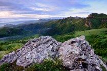 Landschaft mit Felsen, Bolschoi Thach Naturpark, Kaukasus, Republik Adygea, Russland — Stockfoto