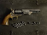 Top view of Handgun and bullets — Stock Photo