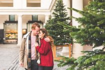 Couple hugging each other, Covent Garden, London, UK — Stock Photo