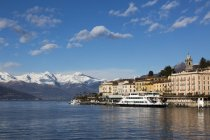 Ferry moored at lakeside, Lake Como, Italy — Stock Photo