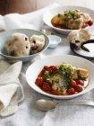 Сицилийские катетостома рагу и булочка — стоковое фото