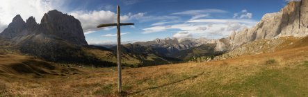 View of Wooden cross, Sella Pass, Dolomites, Alto Adige, Italy — Stock Photo