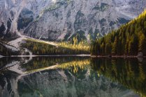 Lago di Braies, Alpes Dolomites, Val di Braies, Tyrol du Sud, Italie — Photo de stock