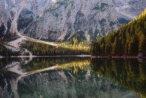 Lago di Braies, Dolomite Alps, Val di Braies, South Tyrol, Italy — Foto stock
