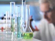 Scientist preparing chemical experiment in laboratory — Stock Photo