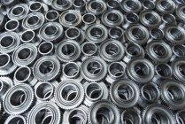Ruedas de engranajes en producción en fábrica de ingeniería - foto de stock