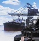 Navire cargo en vrac amarré au port — Photo de stock