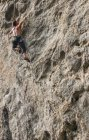 Male climber climbing at white Mountain - a limestone cliff in Yangshuo, Guangxi Zhuang, China — Stock Photo