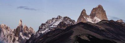 Panorama do pôr-do-sol das cordilheiras Cerro Torre e Fitz Roy Parque Nacional Los Glaciares, Patagônia, Argentina — Fotografia de Stock