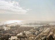 Підвищені подання з порту кораблів і кранів, Барселона, Іспанія — стокове фото