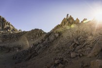 Paesaggio di montagna aspra illuminata dal sole, Parco Nazionale Nahuel Huapi, Rio Negro, Argentina — Foto stock