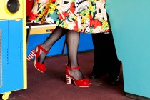 Woman in red shoes in amusement arcade, Bournemouth, England — Stock Photo