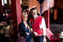 Вигадливий пара розслаблюючій в бар і ресторан, Борнмут, Англія — стокове фото