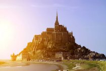 Мальовничим видом на Мон-Сен-Мішель та пляж, Нормандії, Франції — стокове фото