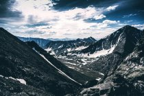 Hermoso paisaje con Cordillera de escénica, Ural, Sverdlovsk, Rusia - foto de stock