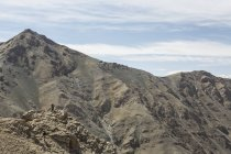 Distant view of climber on top rugged mountain, Altai Mountains, Khovd, Mongolia — Stock Photo