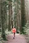 Жінка працює в лісі, Ванкувер, Канада — стокове фото