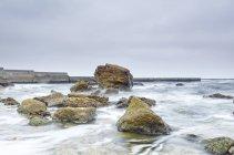 Rocce sporgenti dal mare, Odessa, Oblast 'di Odeska, Ucraina, Europa — Foto stock