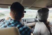Couple in car, on road trip, rear view, Silverthorne, Colorado, USA — Stock Photo