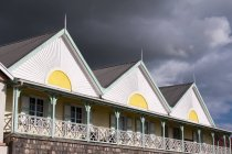 Low angle view of Charlestown buildings at stormy clouds, Nevis, Caribbean — Stock Photo