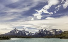 Berglandschaft mit paine grande und cuernos del paine, Nationalpark torres del paine, Chili — Stockfoto
