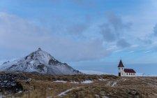 Église abandonnée au pied du glacier de Snaefellsjokull, Islande — Photo de stock