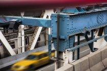 Yellow taxi driving over Manhattan Bridge, New York City, New York, USA — Stock Photo