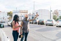 Пара зрілий hipster родом кабіни, Валенсія, Іспанія — стокове фото