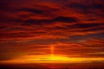Dramática por do sol laranja, Oia, Santorini, Cyclades, Grécia — Fotografia de Stock