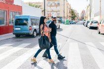 Mature hipster couple on pedestrian crossing — Stock Photo