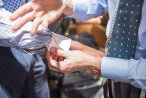 Кравець кріплення сорочка манжета замовника — стокове фото