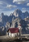 Church, Dolomites near Cortina d'Ampezzo, Veneto, Italy — Stock Photo