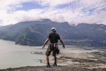 Back view of rock climber on top of The Skaha Chief, Squamish, Canada — Stock Photo