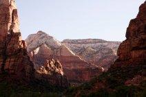 Montañas de arenisca, Parque Nacional Zion, Utah, EE.UU. - foto de stock