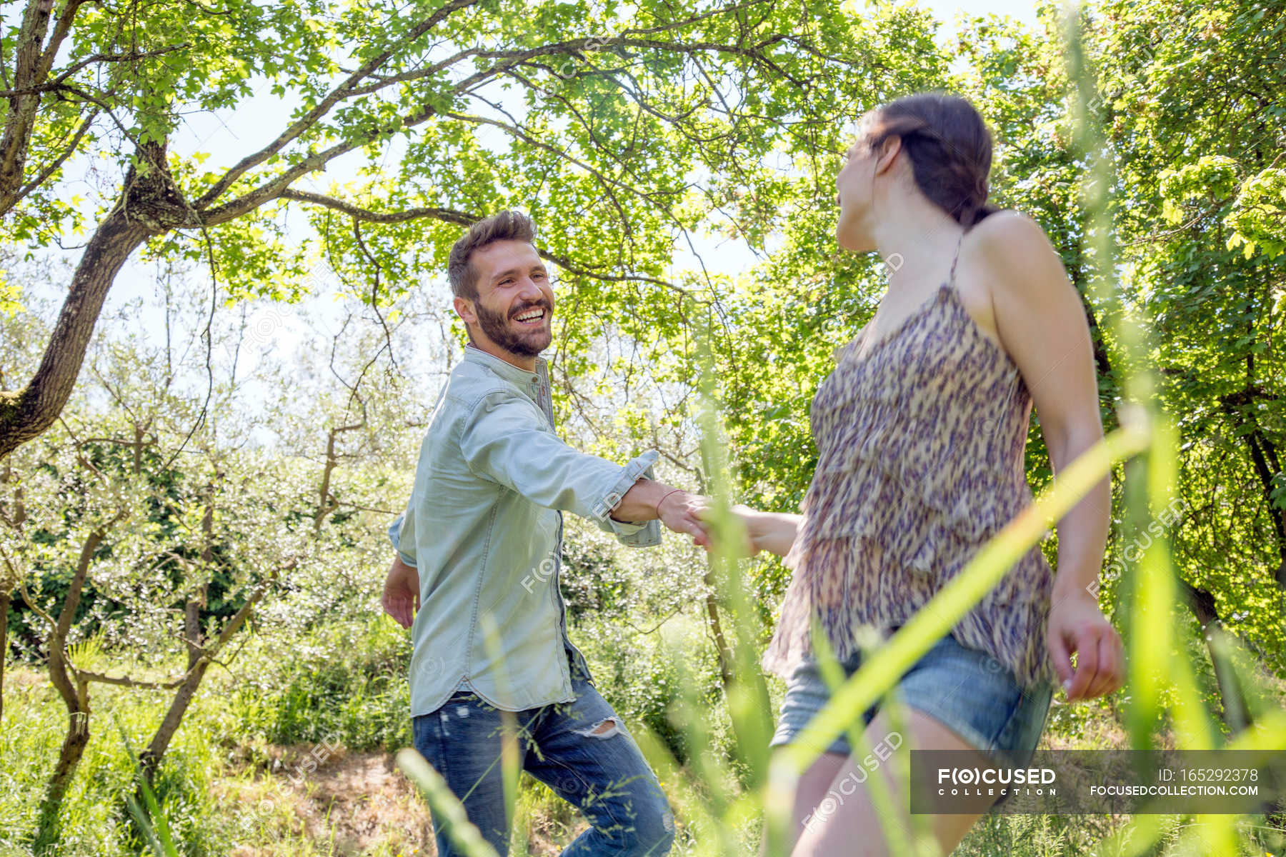 Фильм молодая пара в лесу