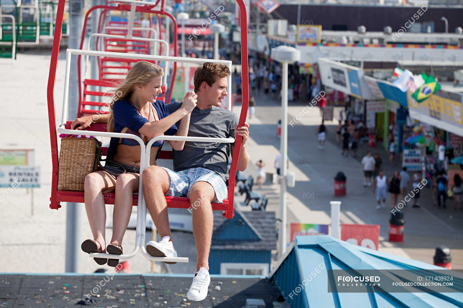 Teenage Couple On Ferris Wheel Pier Casual Clothing Stock Photo 171408924