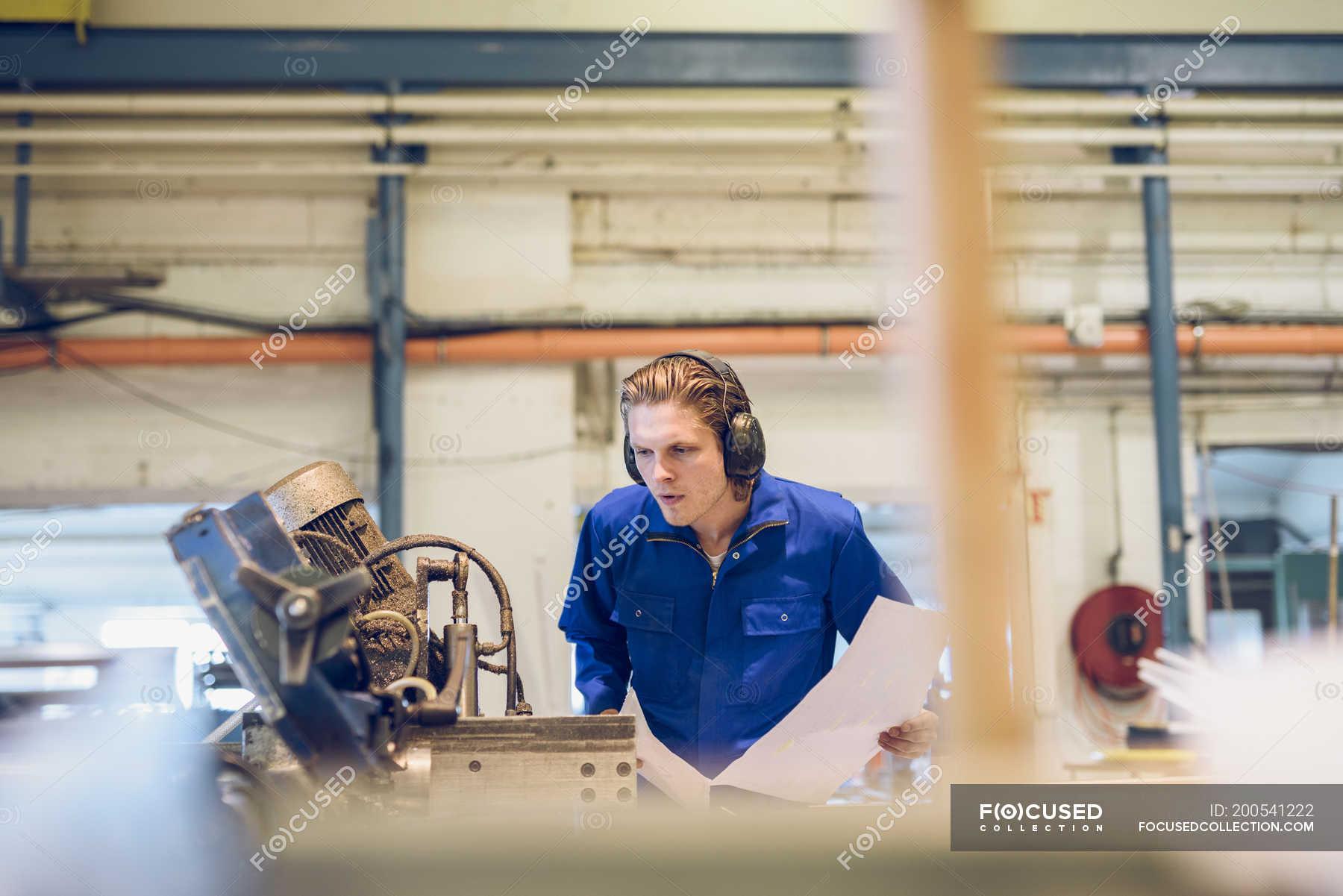 тебе фото сотрудников фабрики ник фото качели бруса