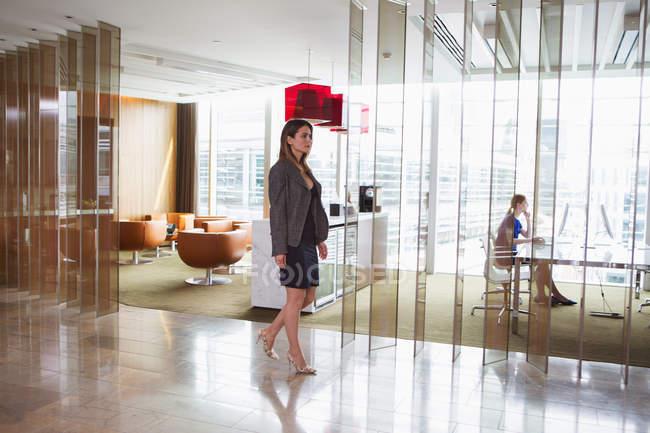 Geschäftsfrauen im Büro — Stockfoto