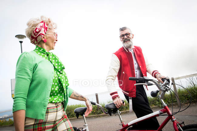 Couple with tandem bicycle at coast — Stock Photo