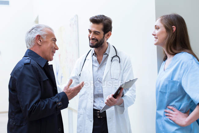Patient talking with doctors — Stock Photo