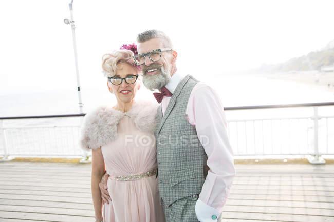 Винтажный стиль пара на пирсе — стоковое фото