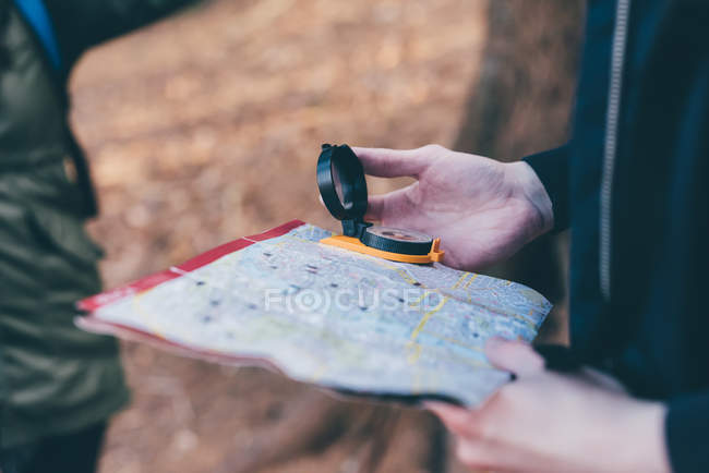 Hiking couple orienteering with compass and map — Stock Photo