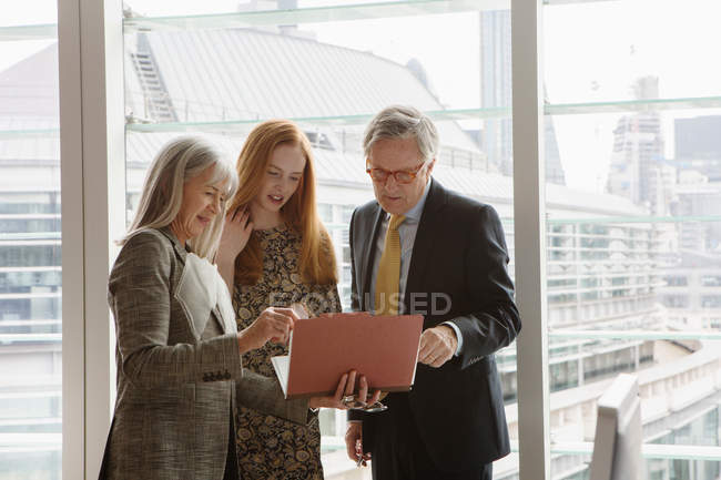Business colleagues having meeting — Stock Photo