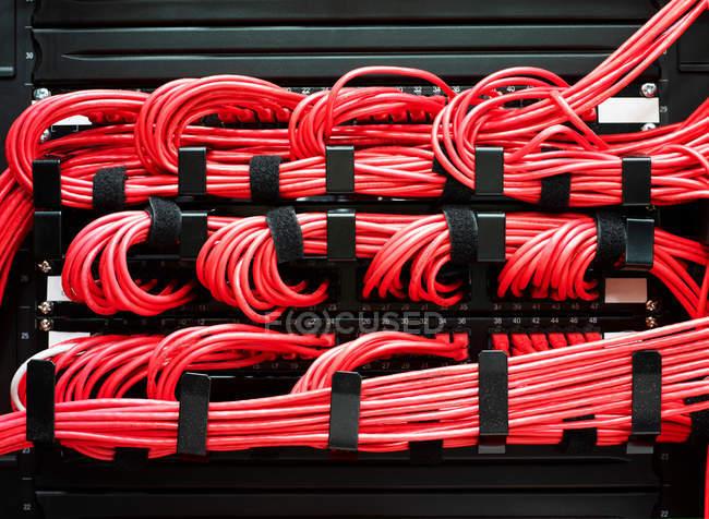 Détail des câbles rouges — Photo de stock