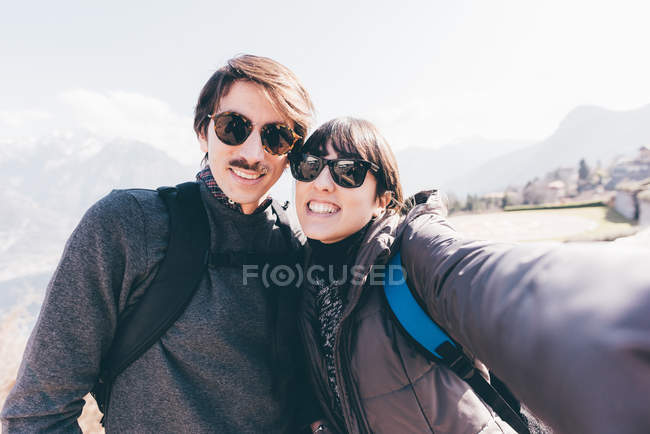 Couple taking smartphone selfie — Stock Photo