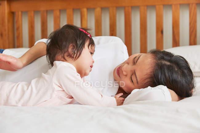 Donna con bambina — Foto stock