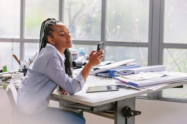 Woman looking at mobile phone — Stock Photo